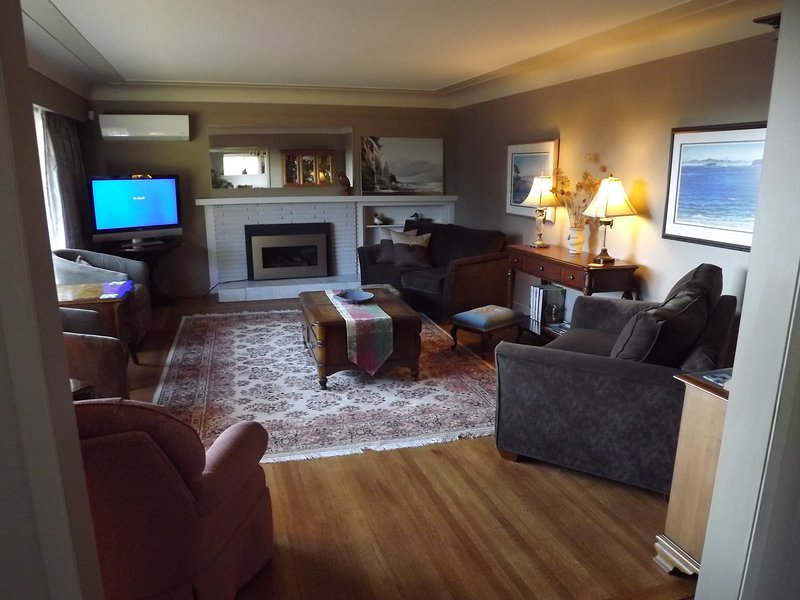 Eaglesview escape by the Sea - Royston Vancouver Island BC - Executive Rental, vacation rental in Vananda