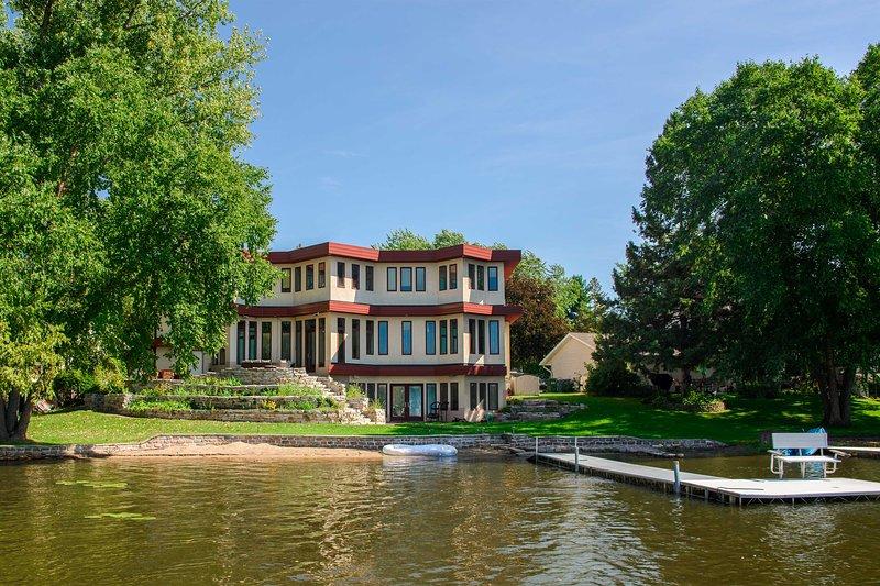 Waterfront Long Lake Home: All Seasons Destination, Ferienwohnung in Minneapolis