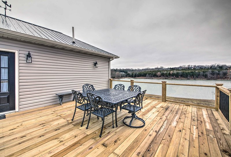 The lakefront property is perfectly suited for up to 3 guests.