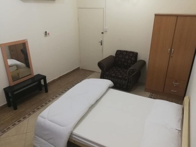Private Room With Shared Bathroom, Ferienwohnung in Doha