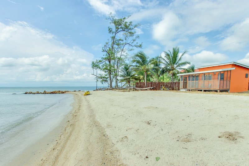 Secluded seaside cabana w/beach access, ocean view, a hammock, WiFi & partial AC, vacation rental in Dangriga