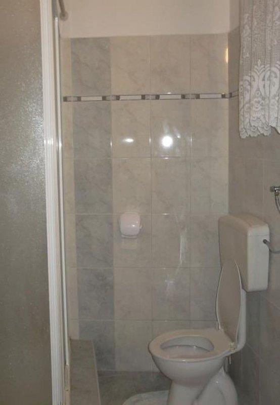 A2 (4): salle de bain avec toilette