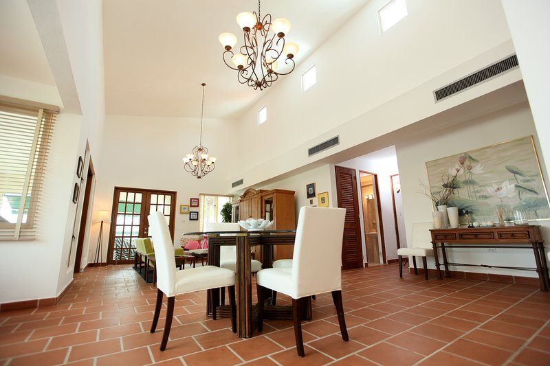 Luxurious Spanish-Style Villa, vacation rental in Dorado