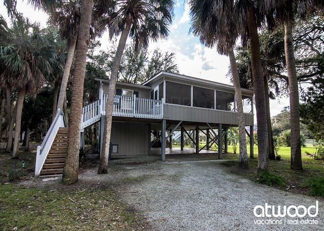 Lomas - Classic Edisto Beach Cottage, holiday rental in Edisto Island