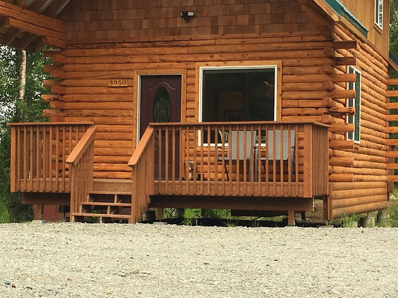 Ak Vacation cabins / Woodland Hollow Log Cabin, vacation rental in Palmer