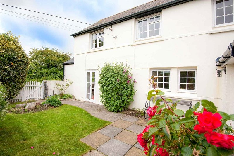 Post Box Cottage, holiday rental in Penweathers