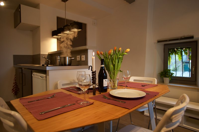 Village Apartment sleeps 2-3 200m from lake., holiday rental in Echarvines