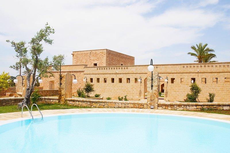 Room in Farmhouse with pool and restaurant, Salento, Puglia, sea, vacation rental in Montesardo