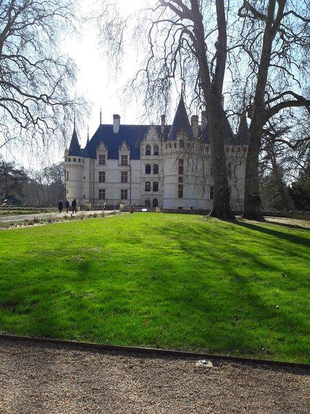 Azay le Rideau est situé à 50 kms de St Georges