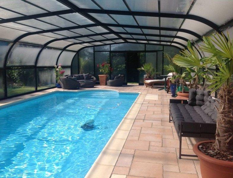 Nice villa with garden & terrace, vacation rental in Gouarec
