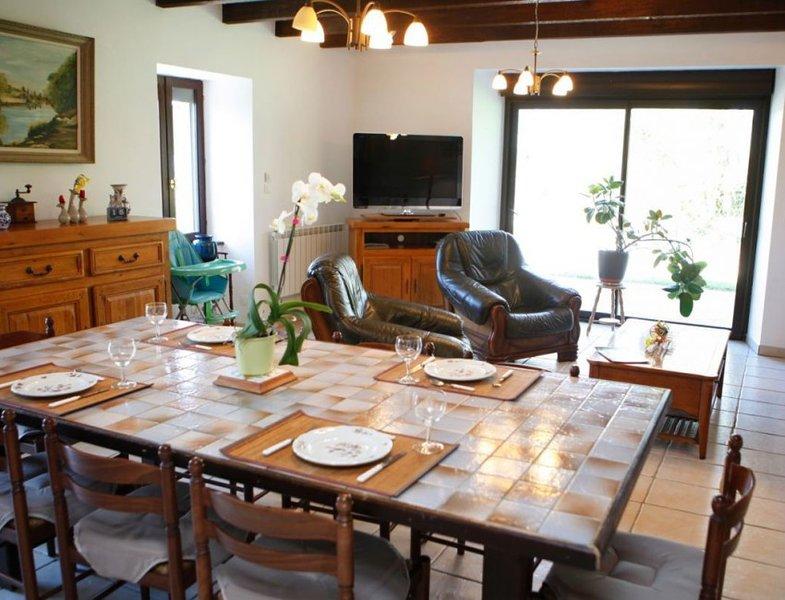 Nice villa with garden & terrace, holiday rental in Kergrist Moelou
