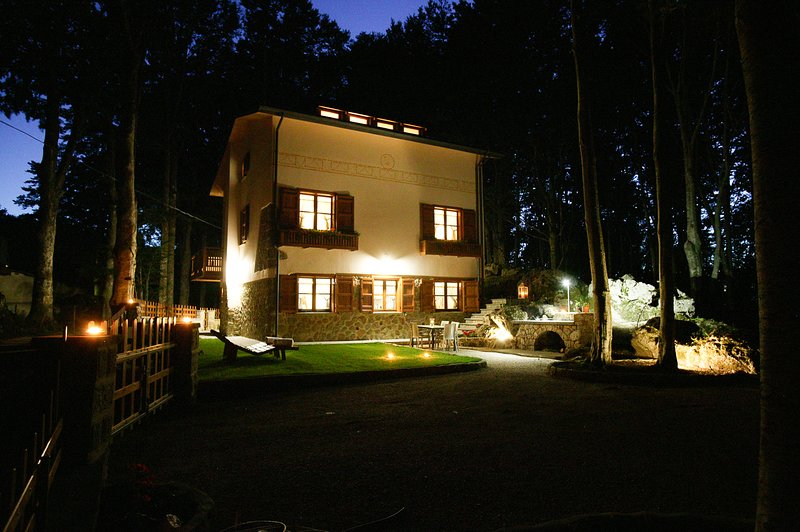 Chalet Galli: Luxury chalet in South Tuscany for 10 with sauna, casa vacanza a Piancastagnaio