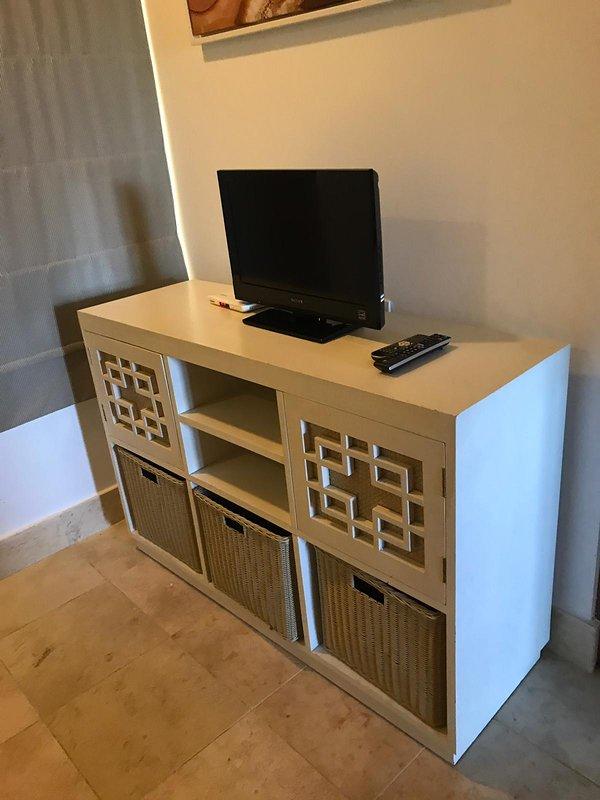 TV de pantalla plana de dormitorio pequeño