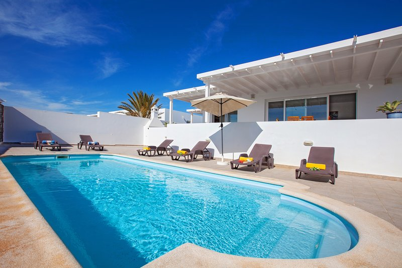 Captains Retreat - Private Villa in exclusive Puerto Calero Marina, vacation rental in Puerto Calero