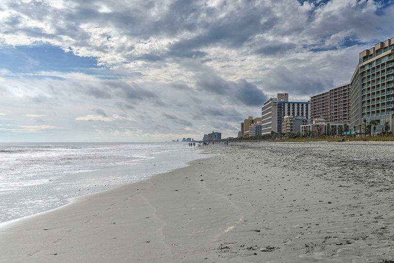 Myrtle Beach Condo w/ Pool 600 Feet to Beach!, holiday rental in Arcadian Shores