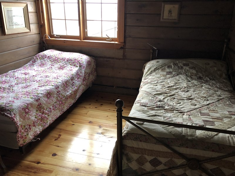 CHIMO COTTAGE - BEDROOM #3 - 3 SINGLE BEDS