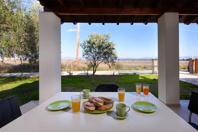 Villa Marina, walk to beach, nature & relax, holiday rental in Molos
