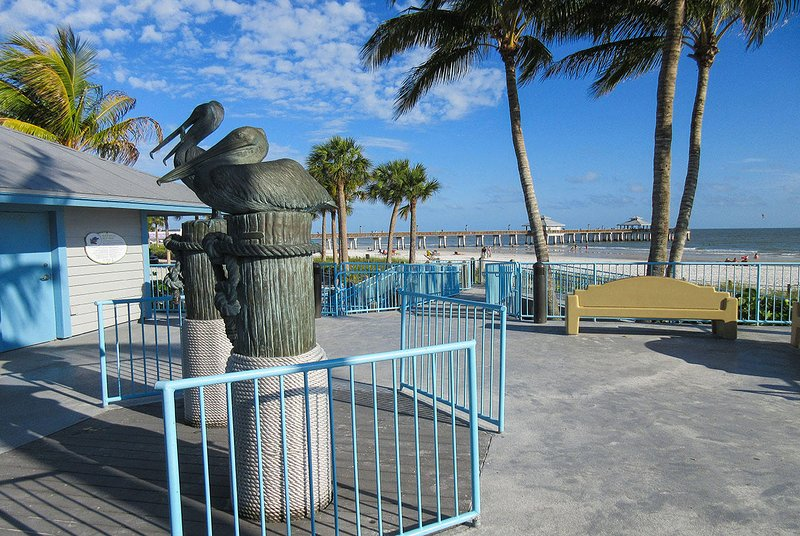 Estero Cove 411 - El muelle en la playa de Fort Myers
