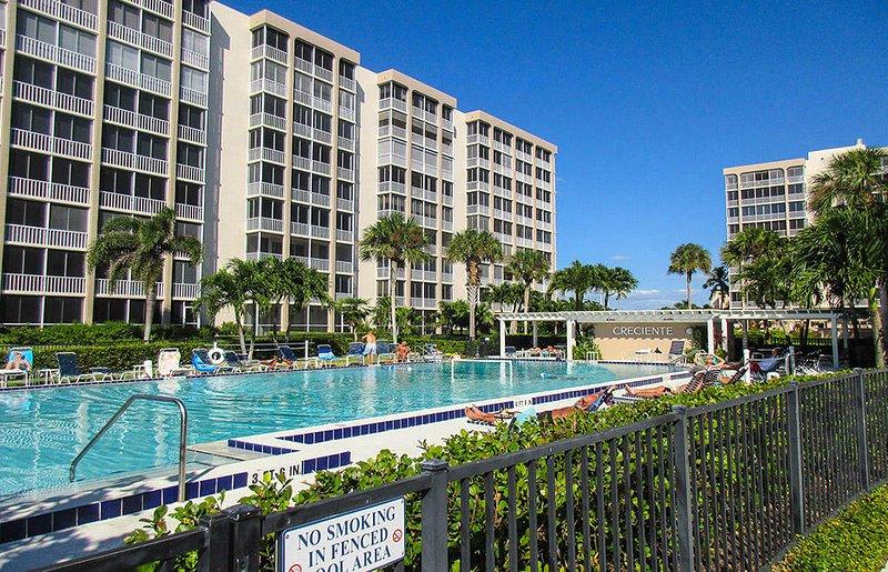 Crescent 712N - Crescent Resort Pool