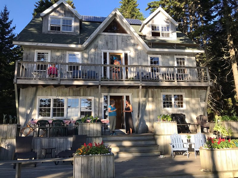 Maine Island Lodge, holiday rental in Round Pond