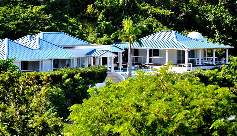 Villa Del Mar, Anse Marcel - NEW HOLIDAY RATES, vacation rental in Little Harbour