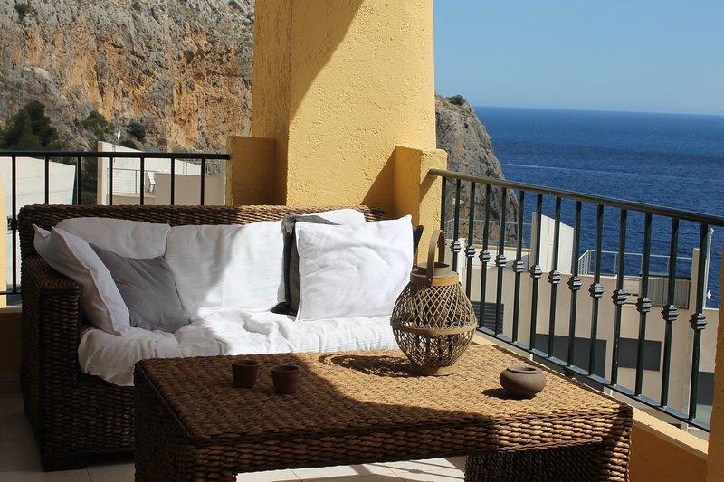 Apartamento soleado con preciosas vistas al mar, location de vacances à Calpe