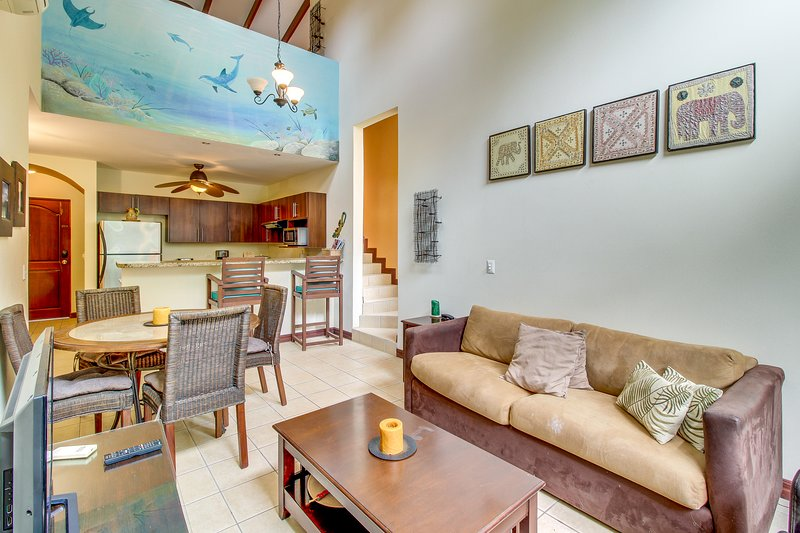 Breezy condo with shared pool only a quick walk from the beach!, Ferienwohnung in Potrero