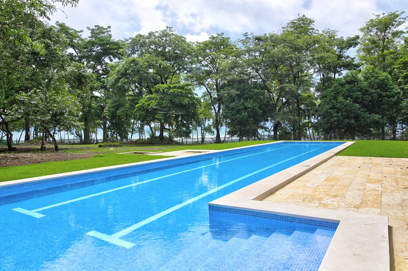 Dog-friendly, oceanfront home w/ shared pool at the famous Pavones Surf Break, holiday rental in Pavones