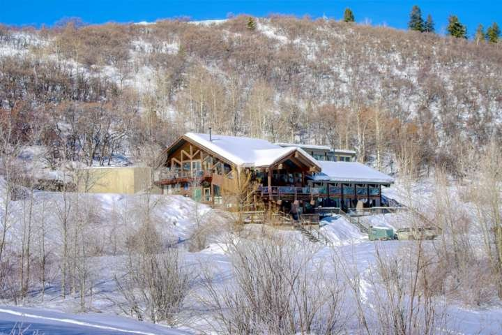 Fall Deals-Dog Friendly, Great Views, Near Snowmobiling/Trailer Parking, Pool Ta Chalet in Steamboat