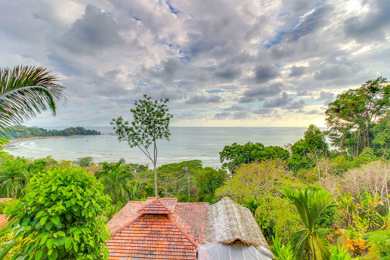 Exceptional dog-friendly treetop condo w/ ocean views & breezy balcony!, vacation rental in Dominical