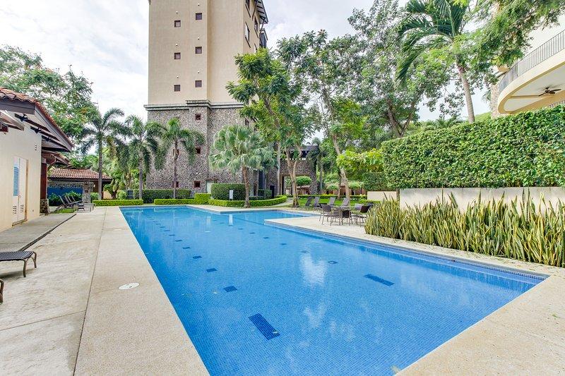 Modern condo w/ shared pool, gym, nice views - walk to the beach!, vacation rental in Playa Panama