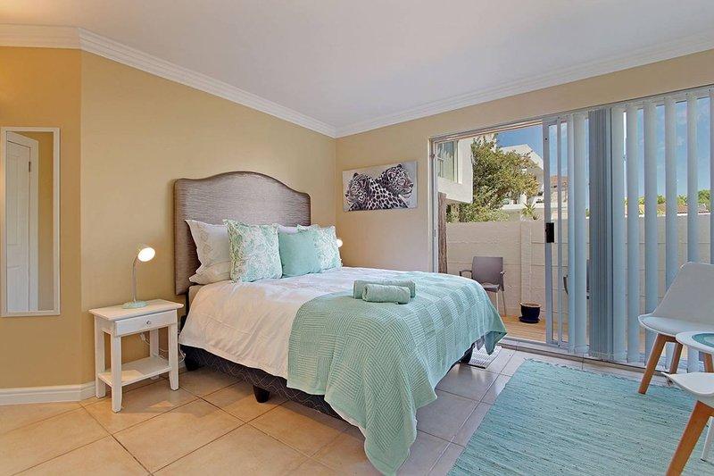 Leopard Studio Apartment Self Catering, alquiler de vacaciones en Sunset Beach