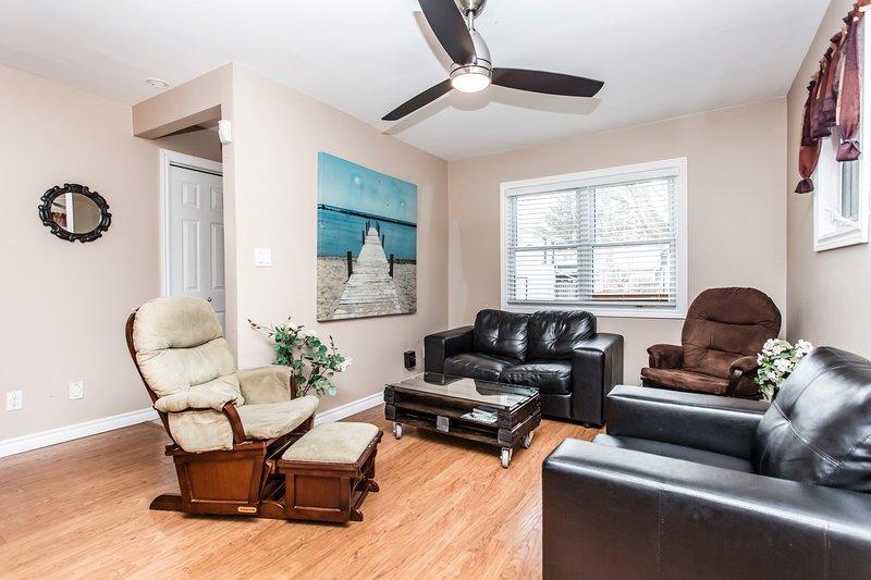 Sala de estar con fibra de Bell y Wifi ilimitado