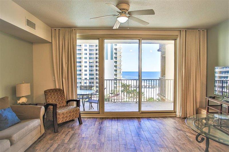 Área de estar com praia e vistas do Golfo