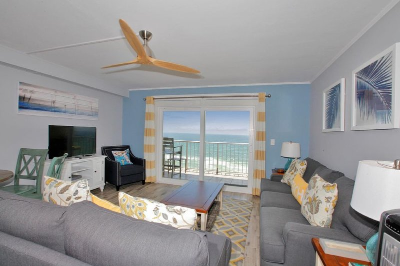 The Summit Condo Rental 1025 - FREE Beach Service, holiday rental in Thomas Drive