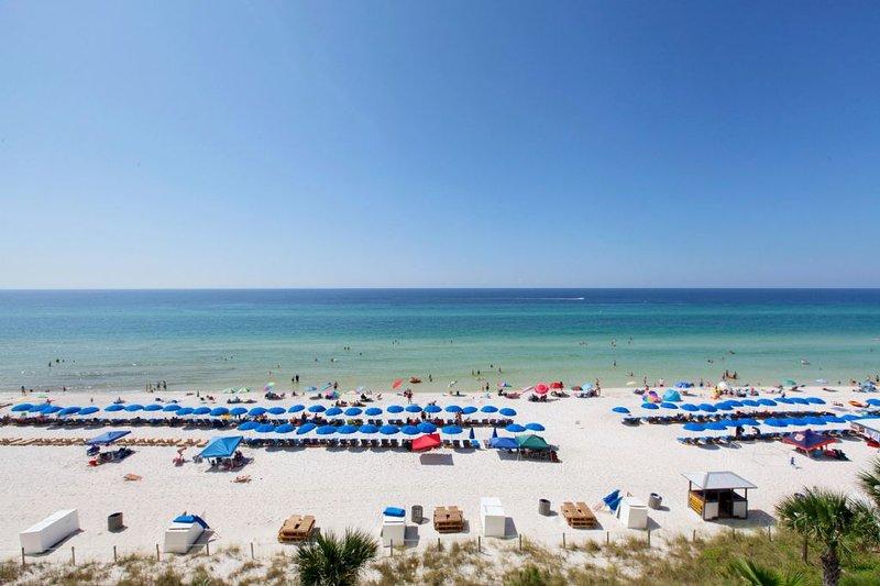 Vista de la playa y el golfo desde el balcón