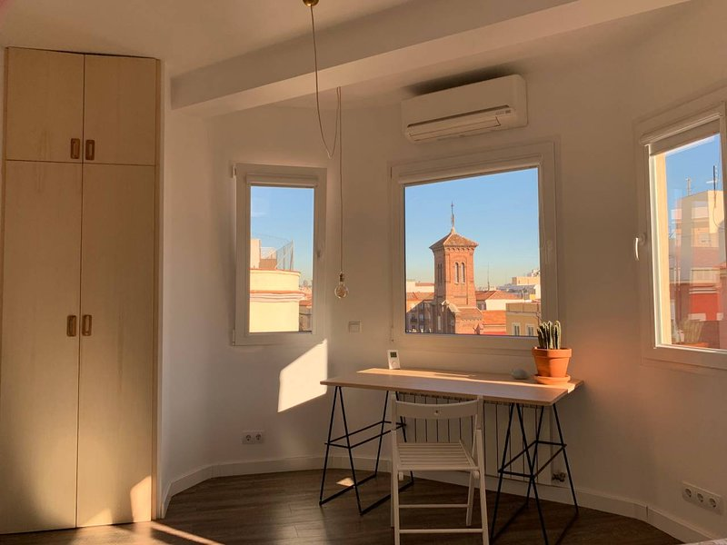 Spacious and modern apartment next to Madrid Río, vacation rental in Leganes