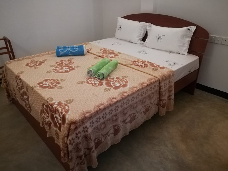 Temple Hill Rooms, holiday rental in Ahangama