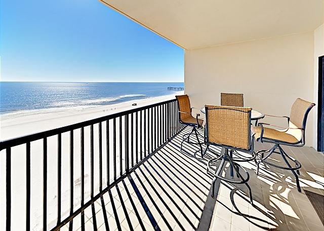 Beautifully Remodeled Condo | Gulf Views | Pools, Tennis | Snowbird Discount!, location de vacances à Orange Beach