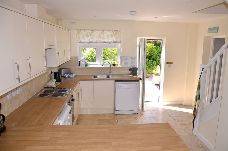 Wonderful cottage annexe, 2 double bedrooms + 2 bathrooms with parking + garden, vacation rental in Nanpean