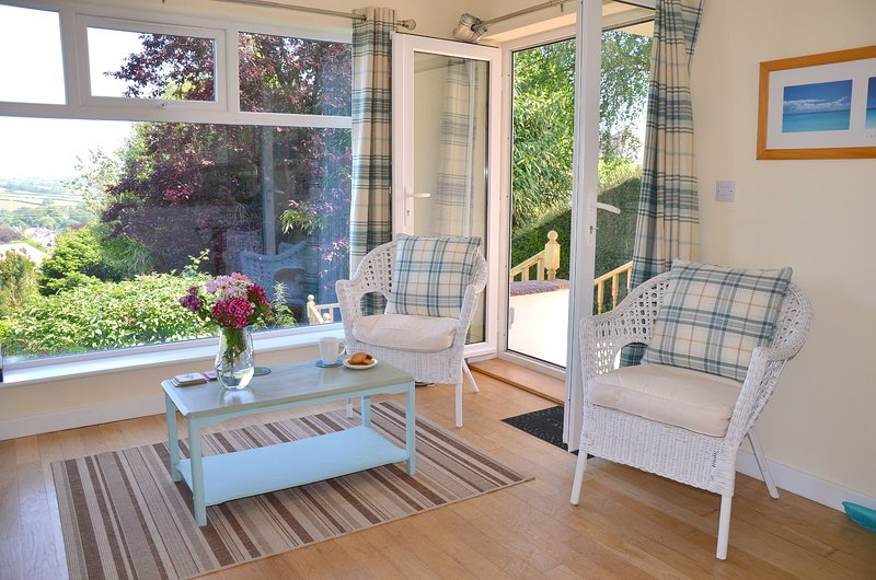 Sleeps 2-4 family-friendly 2 bedrooms 2 bathrooms exclusive use of the garden, holiday rental in High Street