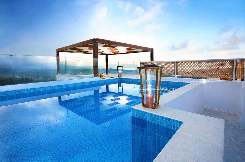Newly-restored elegant villa with panoramic sea views-disCrete Villa Archontiki, holiday rental in Episkopi
