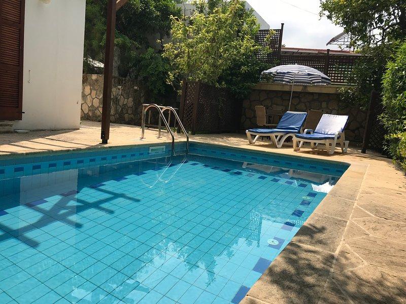 Hidden Garden with private pool, location de vacances à Bellapais