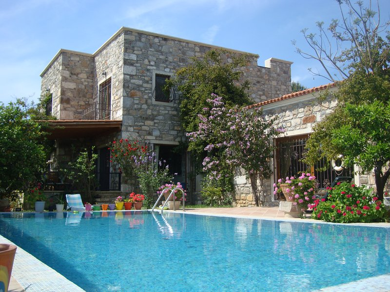 Important Group | BD468 4 Bedroom Cozy Pool Villa in Bitez, aluguéis de temporada em Konacik
