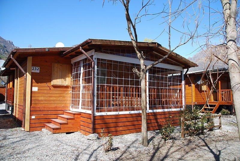 Chalet met 2 slaapkamers aan Luganomeer, holiday rental in Province of Como