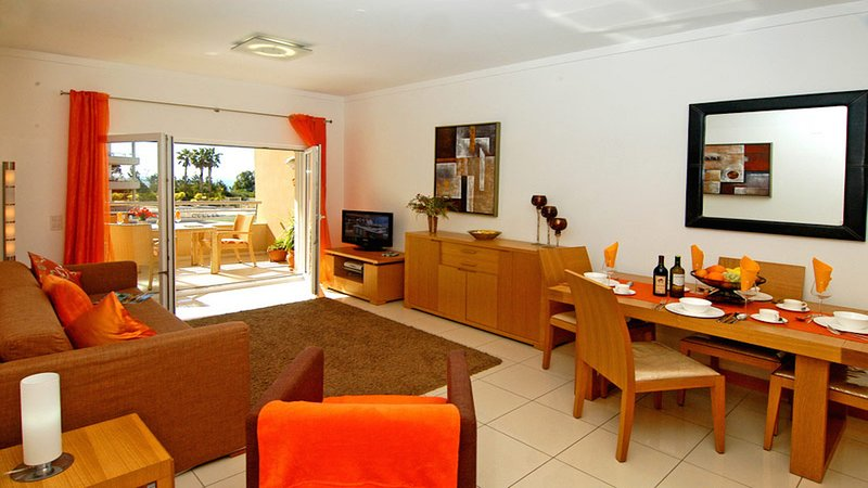 Stunning Sea View Apartment,  2 minute walk to beach and 5 minute walk to STRIP, vacation rental in Albufeira