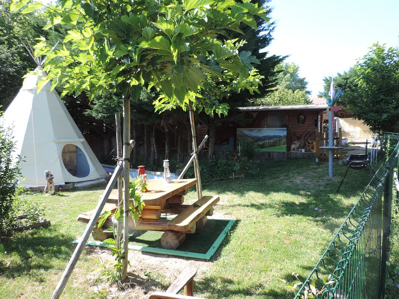 Le Tipi et sa Cabane  aux Fées, holiday rental in Bonnefamille