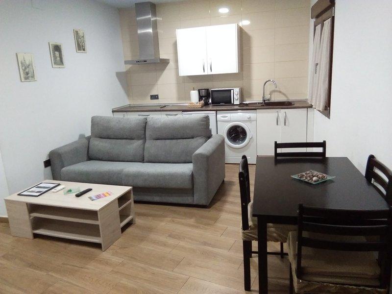 Salón con WIFI, SOFÁ-CAMA (140X200)- Cocina completa