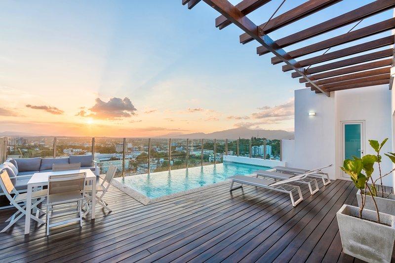 Downtown Luxury Suite with Amazing City Views, location de vacances à Santiago de los Caballeros