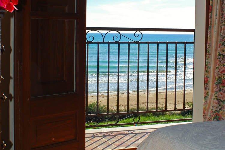 Seafront appartement: Casa Principessa 1, location de vacances à Punta Grande